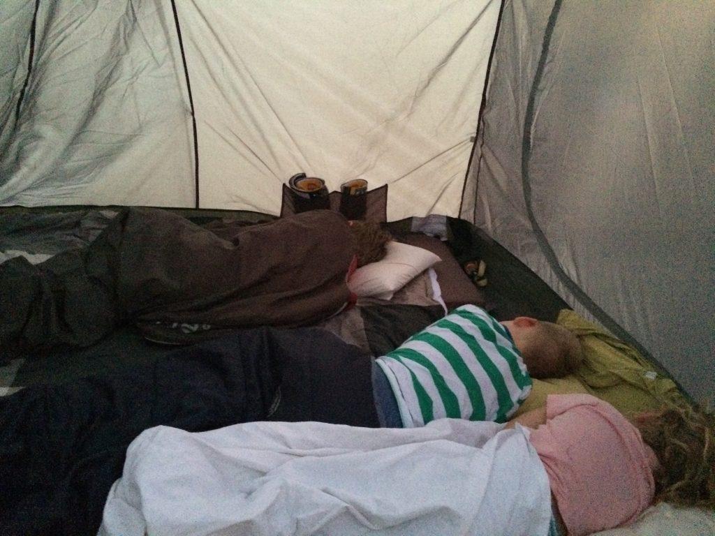So eng zusammen zu schlafen ist auch mal etwas ganz Besonderes - vor allem für die Kinder.
