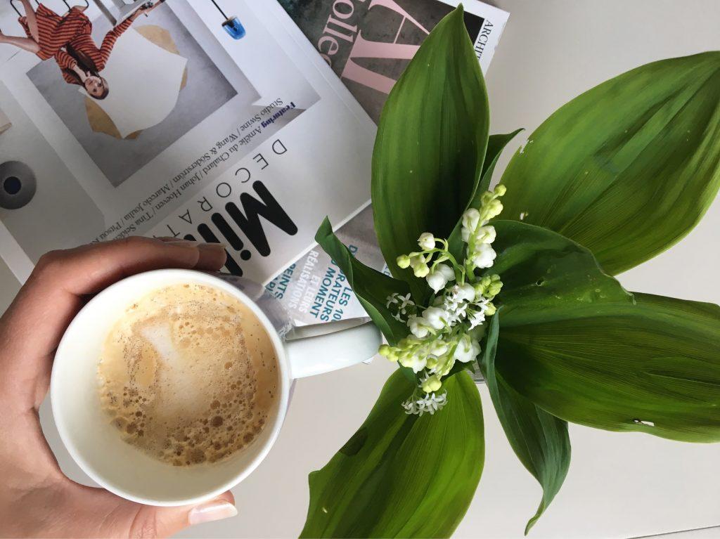 Kaffee und Maiglöckchen