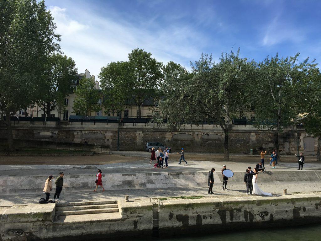 Hochzeitspaar in Paris