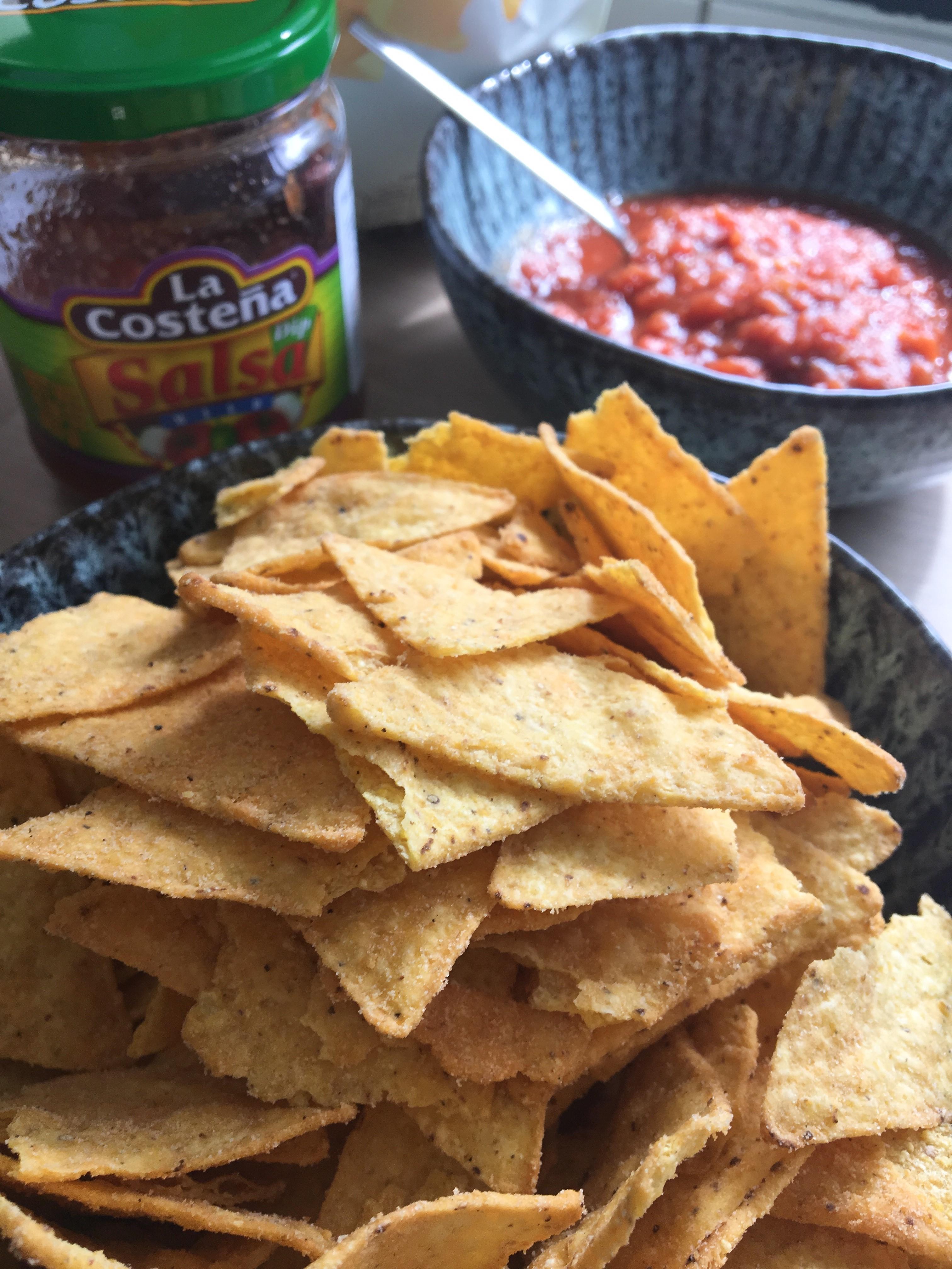 Nachos und Salsa